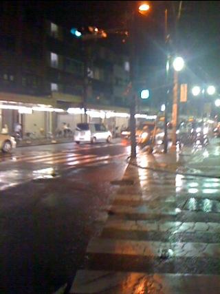 雨も激しくなってきたし