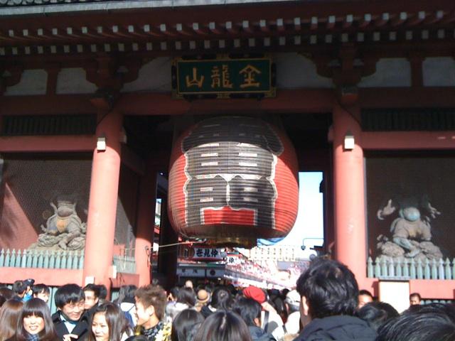 初詣に浅草寺に行って来ました。