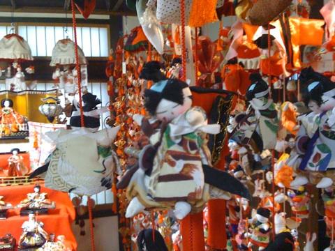 清水次郎長さんの船宿 末廣にて恒例の雛の吊るし飾り展!