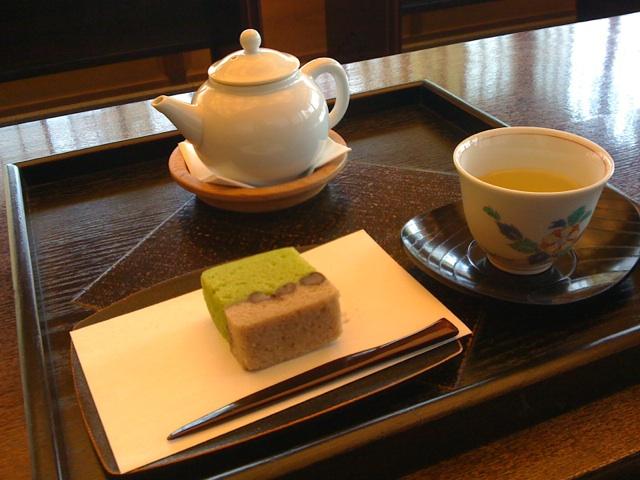 今日はべにふうきのお茶を!釜炒り