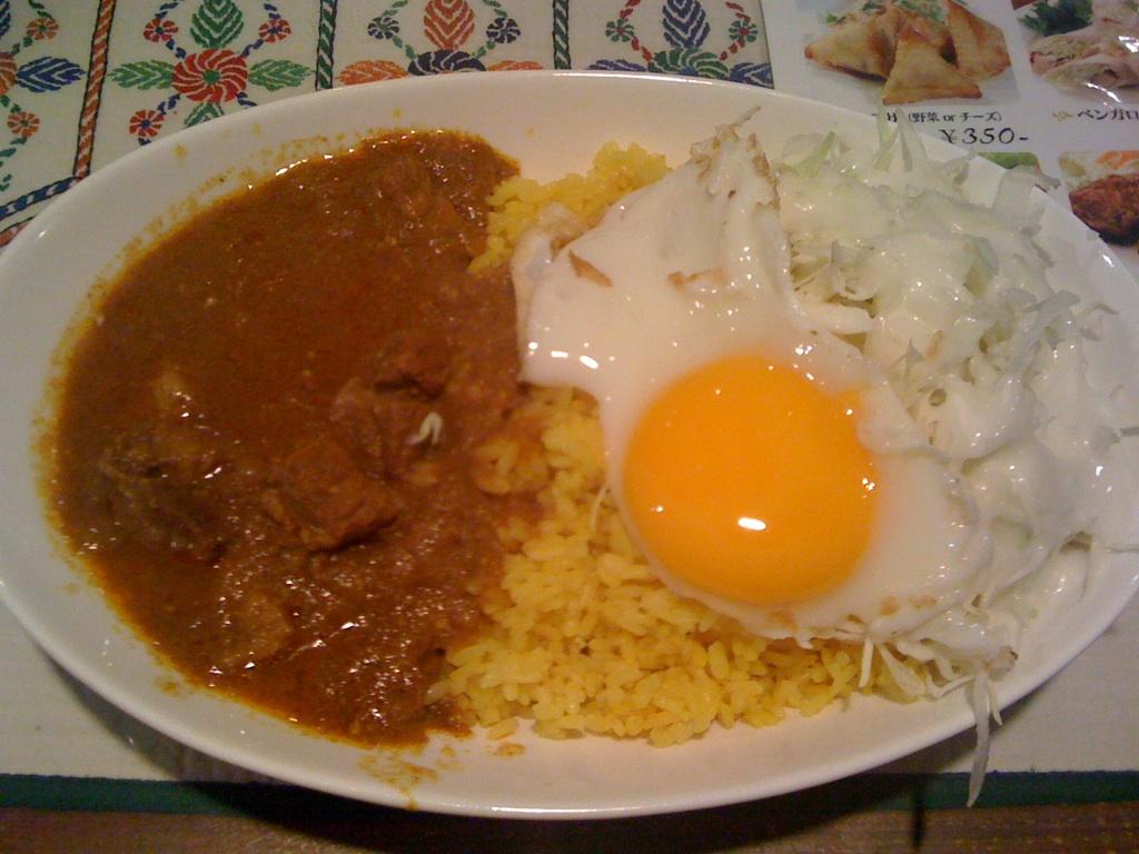 バングラ風ロコモコ丼