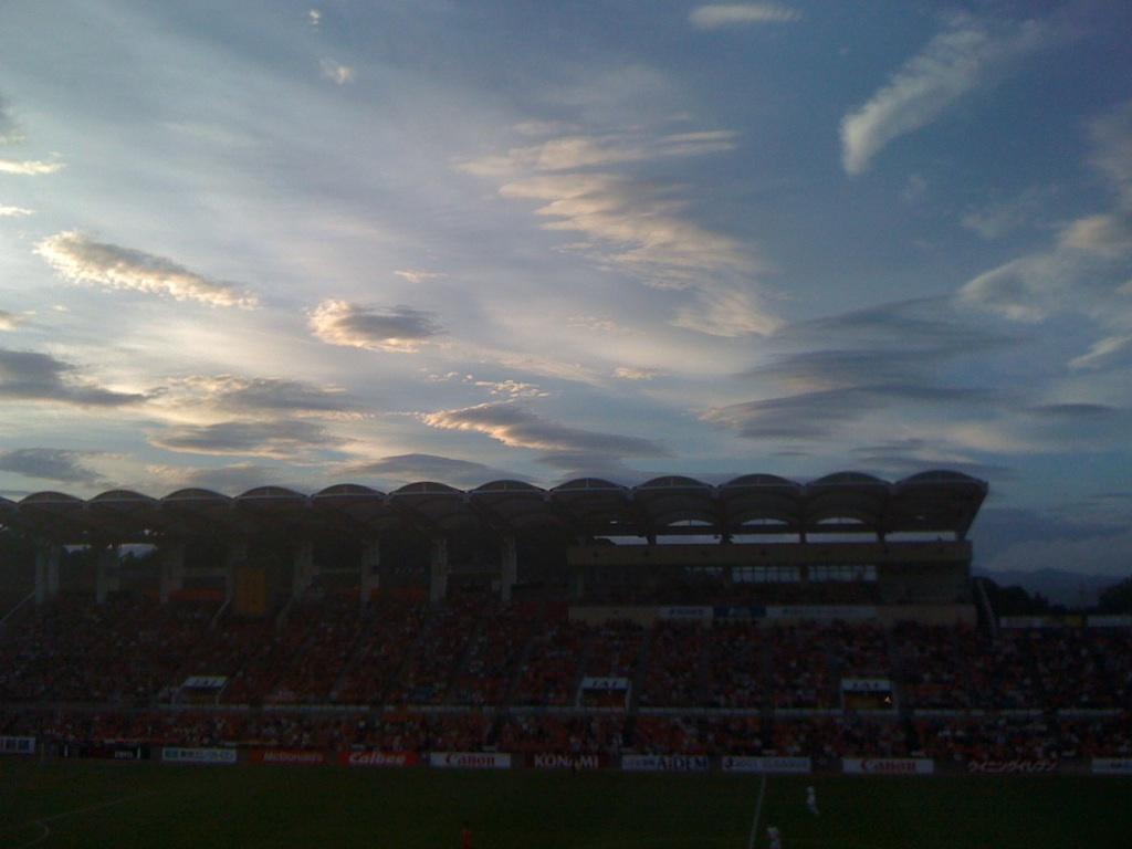 スタジアムに出た変わった雲!勝ち雲かな?